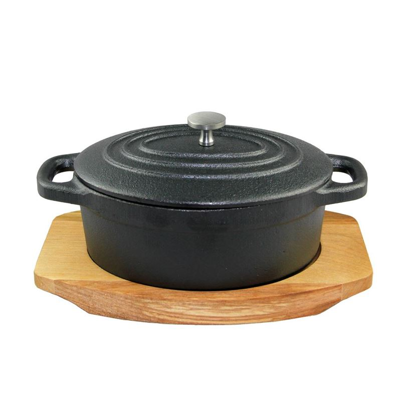 Benzer – Sizzle Cast Iron Mini Oval Cocotte 410ml with Wooden Tray 13x10x5cm