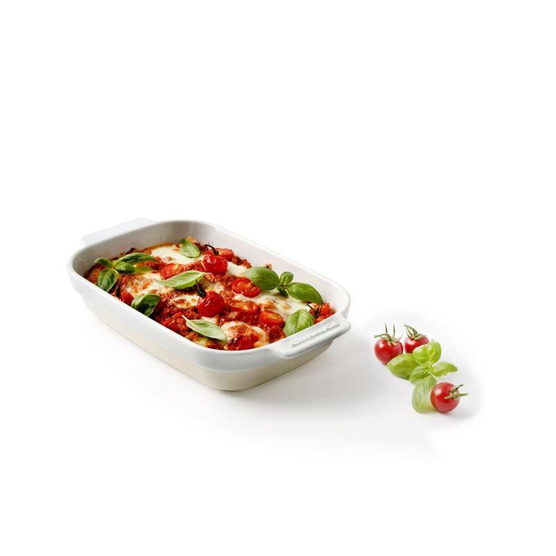 KitchenAid – Almond Cream Premium Porcelain Medium Rectangular 18x26cm Baker 1.75Ltr  Gift Boxed