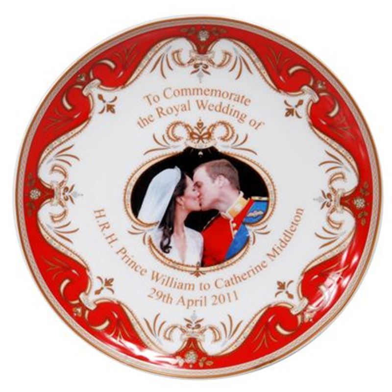 Royal Crest – Fine Bone China William & Catherine Red Plate 20cm